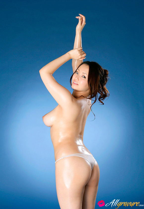 rika-aiuchi-naked-asian-gravure-model