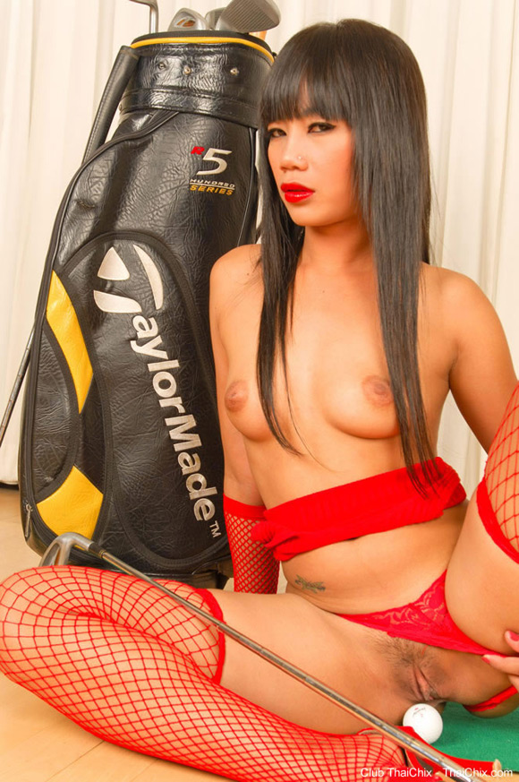 thai-golfer-babe-sherri-stripping