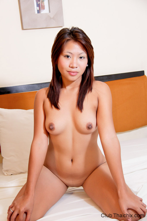 cristel-posing-her-shaved-pussy-lips
