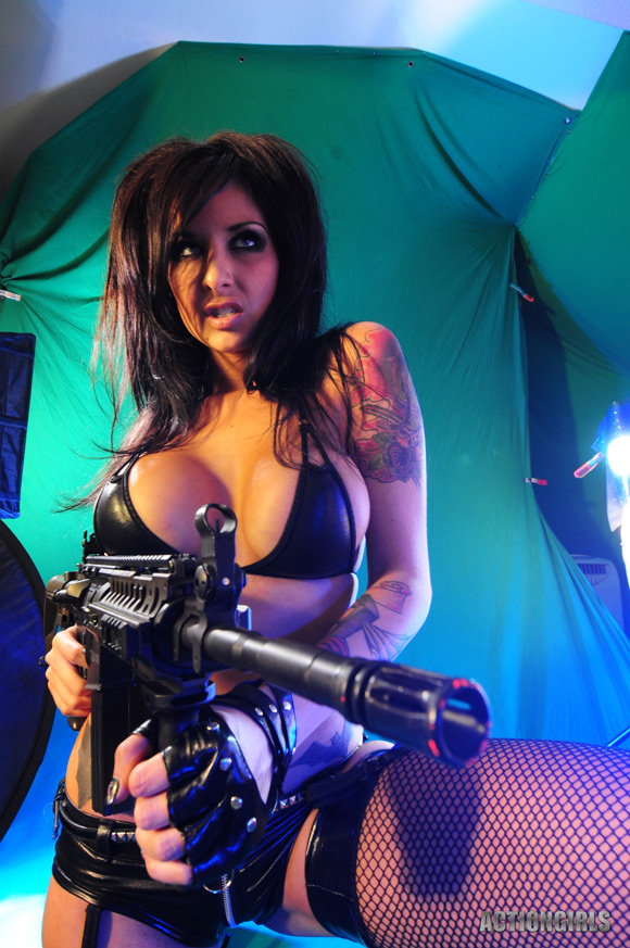 naked-action-girl-veronica-gomez-in-batbabe