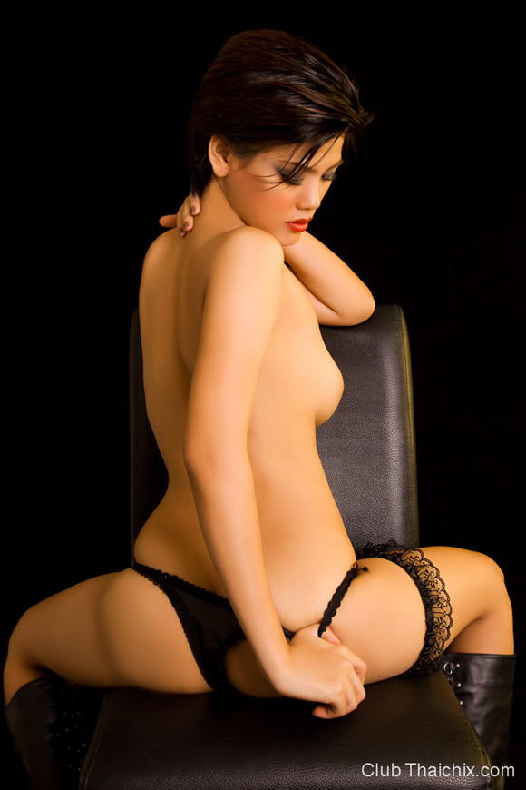 super-hot-roxie-in-black-lingerie