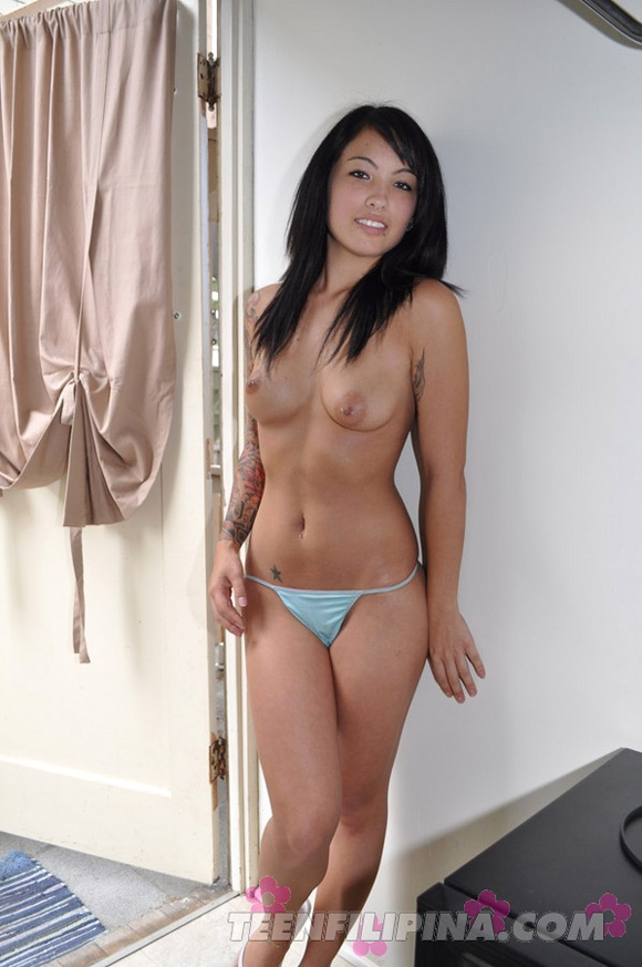 tattooed-hapa-wild-cat-alyra-loves-to-show-off-her-body